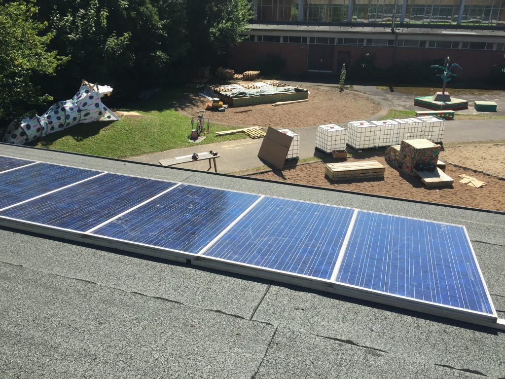 Elbdeich Solaranlage im Aufbau - Solarenergie