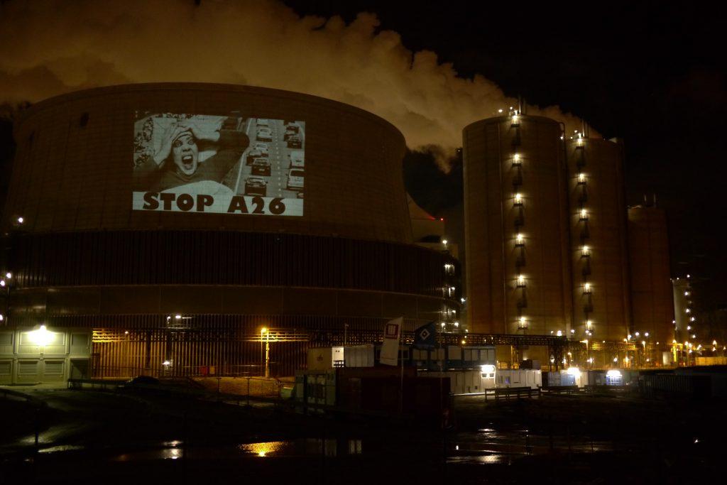 Lichtzeichen am Kraftwerk Moorburg